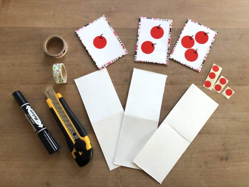 数の概念を育てる遊びに使えるカ数の概念を育てる遊びに使えるカードを、牛乳パックとシールで手作り。手作り知育玩具のアイデアです。ードを、牛乳パックとシールで手作り。手作り知育玩具のアイデアです。