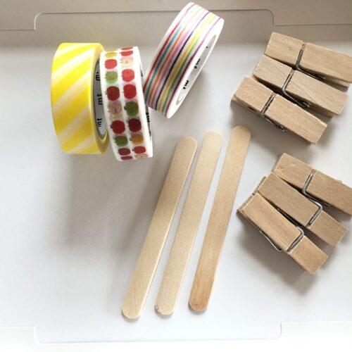 アイスの棒と洗濯ばさみで指先を使う知育玩具。マスキングテープでちょっと可愛く